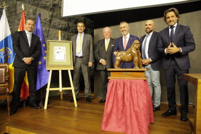 Steve Heapy, Director Ejecutivo de Jet2, Premio Gorila 2019 de Loro Parque de Tenerife por su compromiso ambiental.