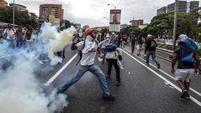 Venezuela: Suben a 21 los muertos por protestas y saqueos