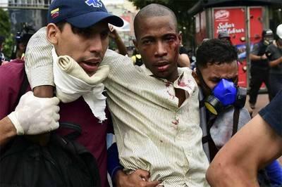 Un muerto y destrozos en graves disturbios y saqueos en Caracas