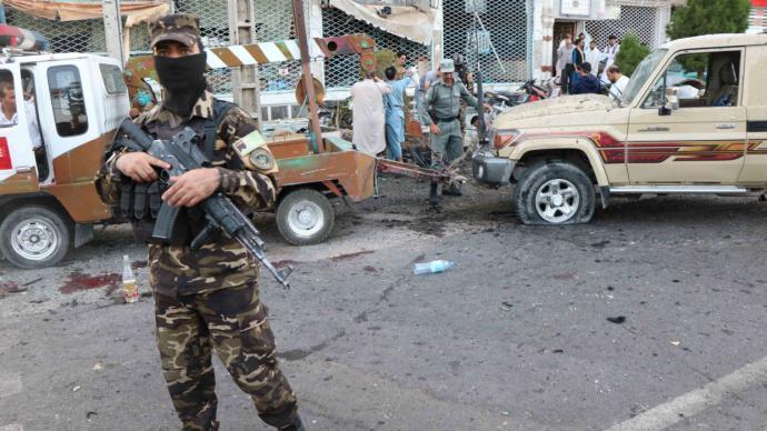 Un centenar de muertos en Afganistán tras ataque talibán a base militar