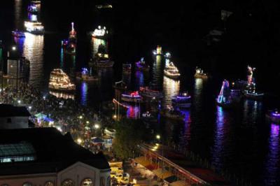 Semana Valdiviana concluye con tradicional desfile de embarcaciones