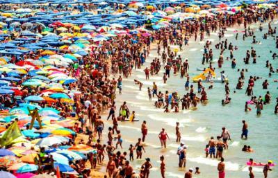 Los turistas británicos seguirán llenando nuestras playas...