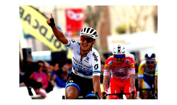 Matteo Trentin gana al sprint en Torredonjimeno en la Vuelta Andalucía