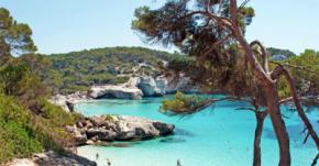 Una buena idea para disfrutar con plenitud de Menorca es alquilar una propiedad en vacaciones