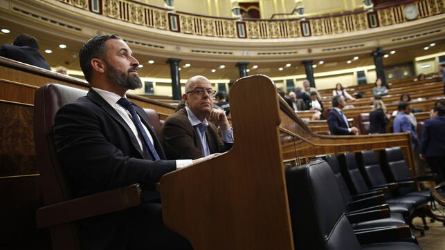Vox inicia su 'show' en el Congreso: Abascal madruga para hacerse con el sitio habitual del PSOE en el hemiciclo