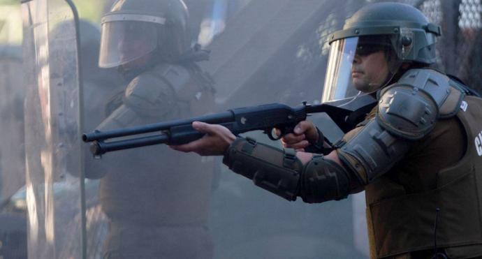 Policía de Chile investiga nuevos disparos de perdigones pese a suspensión