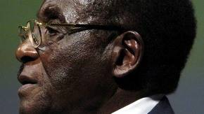 Robert Mugabe de héroe de la independencia a déspota derrocado