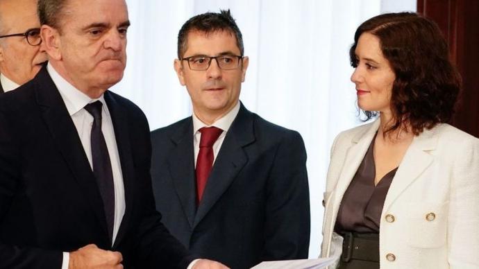 El PSOE se retira de la manifestación contra Ayuso aunque suscribe el documento contra la presidenta y el PP acusa a los socialistas de 'desleales' y 'temerarios'
