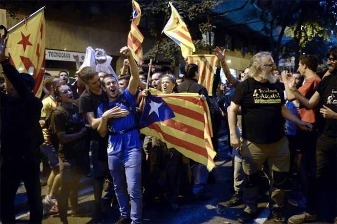 Gobierno catalán reconoce que detenciones 'han alterado' el referendo