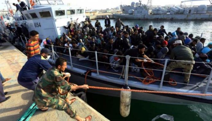 Once inmigrantes muertos y 263 rescatados en el mar frente a Libia