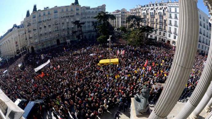 La incertidumbre sobre las pensiones le estalla al Gobierno en las calles