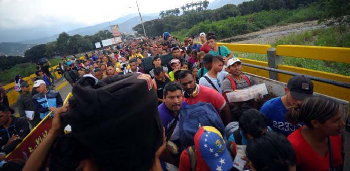 Acnur le pide a Latinoamérica mantener sus fronteras abiertas
