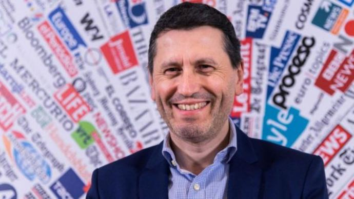 Martel es periodista y sociólogo y trabajó como asesor para el gobierno francés.