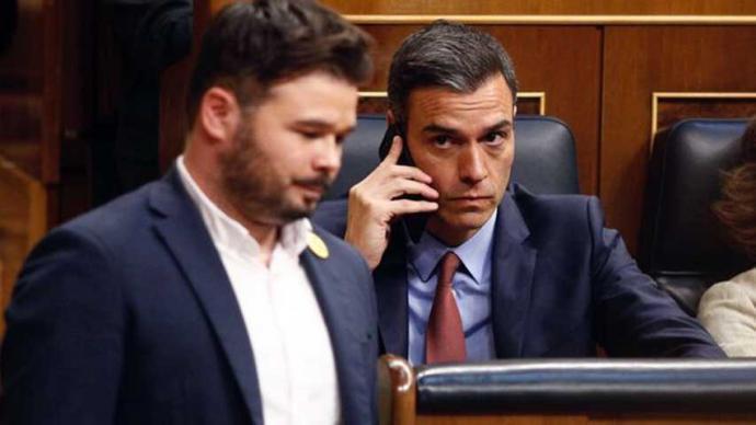 Pedro Sánchez y Gabriel Rufián durante una sesión en el Congreso