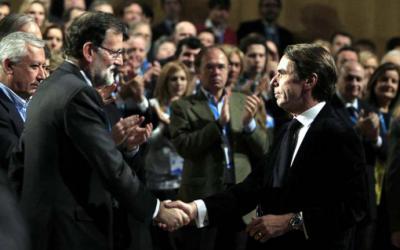Mariano Rajoy y José María Aznar en una del Congreso del PP en 2015