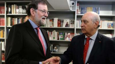 Fernández Díaz junto a Mariano Rajoy el día de la presentación de su libro