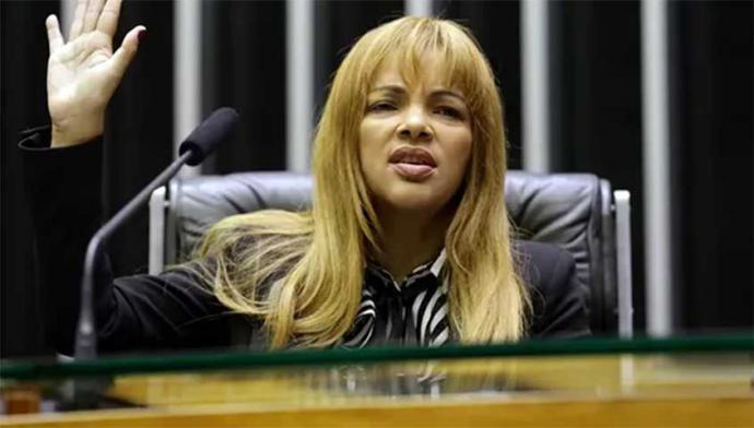 Flordelis dos Santos Rodrigues cuenta con inmunidad legislativa por lo que solo puede ser detenida en flagrancia por un crimen atroz.