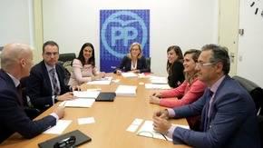 Diputados del PP reunidos con miembros de la Asamblea Nacional de Homeopatía