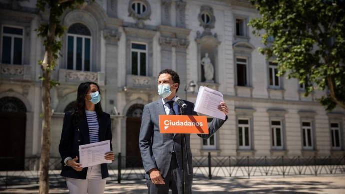 Inés Arrimadas junto a Edmundo Bal a las puertas del Tribunal SupremoCIUDADANOS