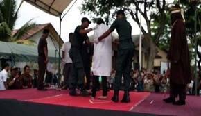 Centenares de personas se congregaron para presenciar la ejecución de la sentencia.