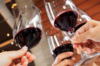 Disfruta y aprende a cómo catar vinos