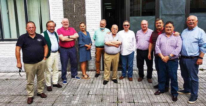 """Reconocimiento a la trayectoria del pastelero Luis Ruiz Vega por el grupo """"Los Compangos"""""""