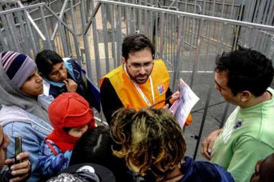 Filas de migrantes que quieren arreglar su situación migratoria en Chile