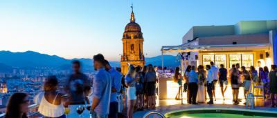 Costa del Sol consolida su crecimiento en los siete primeros meses con un aumento tanto en viajeros hoteleros como en pernoctaciones