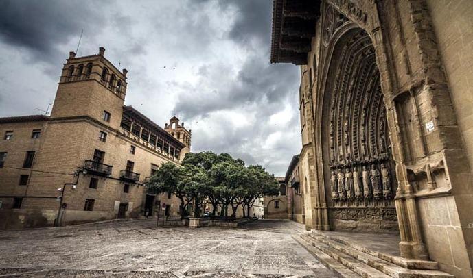 ARAGÓN CON MAYÚSCULAS: de la A de Albarracín a la Z de Zaragoza
