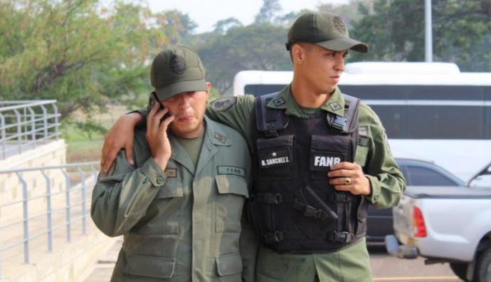 Venezuela: 120 militares y policías han desertado y cruzado a Colombia