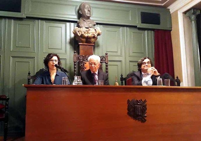 Presentación de la segunda edición de 'A contratiempo' de la escritora Pilar de Vicente-Gella