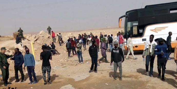 Argelia abandona a 13.000 migrantes en el desierto del Sahara sin agua ni comida