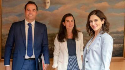 Ayuso crece a costa de sus socios, pero Ciudadanos podría gobernar con la izquierda, según una encuesta de Telemadrid