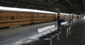 Una estación de tren vacía, en Nueva Delhi