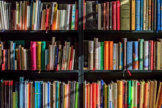 Día Mundial del Libro UNESCO: los libros más leídos en España en 2020 y los nuevos hábitos de los españoles respecto a la lectura