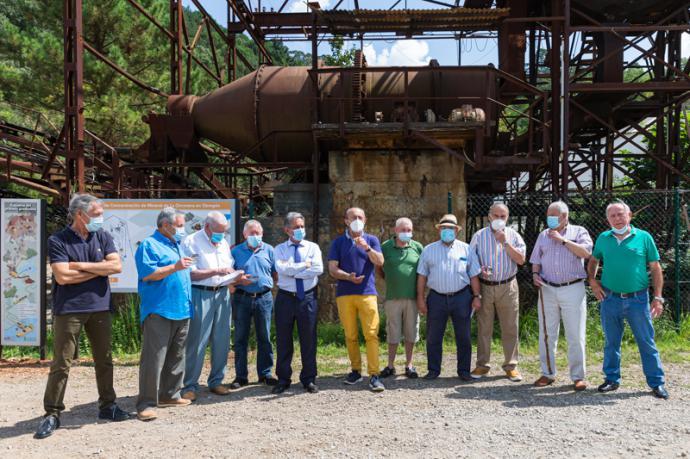 La Consejería de Turismo reconoce la labor de los antiguos mineros que trabajaron en Cabárceno.