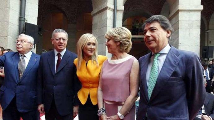 Cristina Cifuentes junto a los anteriores expresidentes de la Comunidad de Madrid