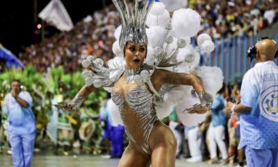 Alegría y protesta en el cierre de los desfiles del carnaval de Río de Janeiro