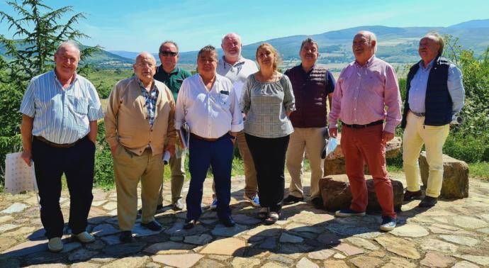 La Cofradía de los Cocidos de Cantabria promociona la olla ferroviaria