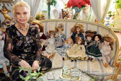 Adelina Covián, pintora y coleccionista de muñecas