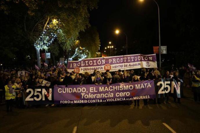 El movimiento feminista sale a la calle contra el negacionismo de la violencia machista enarbolado por Vox
