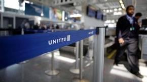 United Airlines: Muere conejo gigante en un vuelo desde Londres