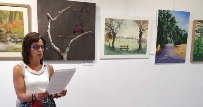 Seila Ochandiano, ganadora del VI Certamen de Pintura organizado por el Ateneo Escurialense
