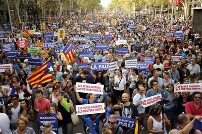 Más de cien mil personas marcharon este sábado en Barcelona contra la violencia yihadista