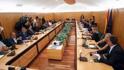 Reunión del pacto antiyihadista, con los firmantes a la derecha de la imagen y los 'observadores' a la izquierda. IMAGEN CEDIDA POR PODEMOS / MADRID