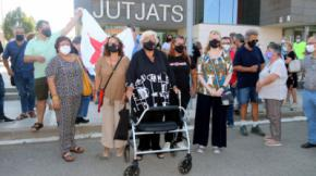 Reig, a la salida del juzgado, ha recibido el apoyo de los partidos independentistasACN