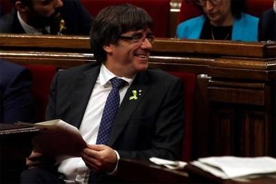 Puigdemont pide a catalanes mantener 'la paz, el civismo y la dignidad'