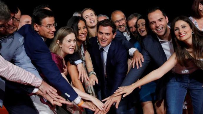 Rivera, rodeado de antiguos cargos de su dirección, entre ellos Lorena Roldán , Ignacio Aguado y Marta Rivera o Luis SalvadorEFE