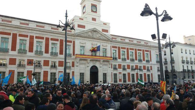 Los taxistas se manifiestan frente a la Puerta del Sol DAVID F. FERREIRO