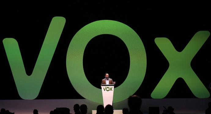 Dimisiones y salidas con críticas internas: Vox afronta una riada de conflictos en su primer año en las instituciones